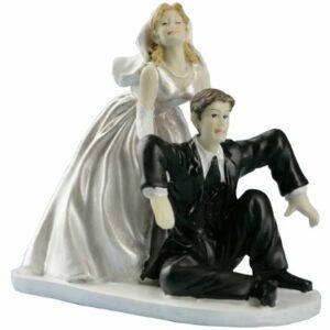 Lustiges Brautpaar Bräutigam betrunken