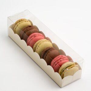 10 Macaron Schachteln transparent mit Einsatz in Antik Weiß mit Ledereffekt Prägung (190 x 50 x 50 mm)