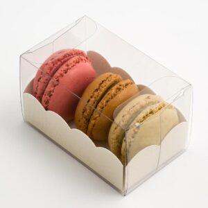 10 Macaron Schachteln transparent mit Einsatz in Antik Weiß mit Ledereffekt Prägung (80 x 50 x 50 mm)
