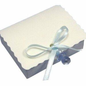 10 STÜCK Gastgeschenk zur Taufe – SCATOLA PATELA Seta weiss mit Schnuller hellblau, gefüllt
